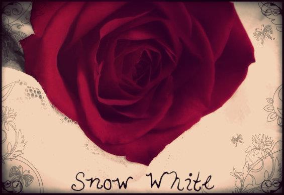 SnowWhite font by Emberlorna